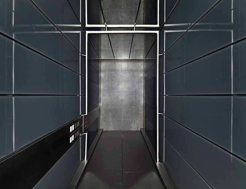 Untitled (Lift IV) 2011, 70 x 91 cm (28 x 36 in.)